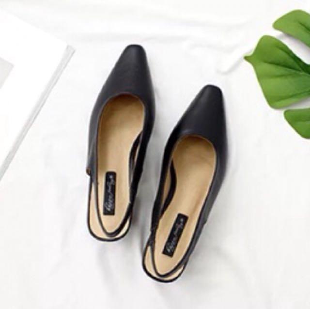 黑色尖頭淺口粗跟涼鞋