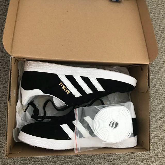 Adidas Originals - Gazelle. Core Black, White & Gold Metallic