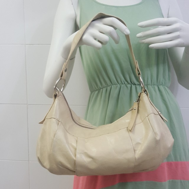 56a55491ecf9 Authentic Innue Leather Shoulder Bag ( Made in Italy)
