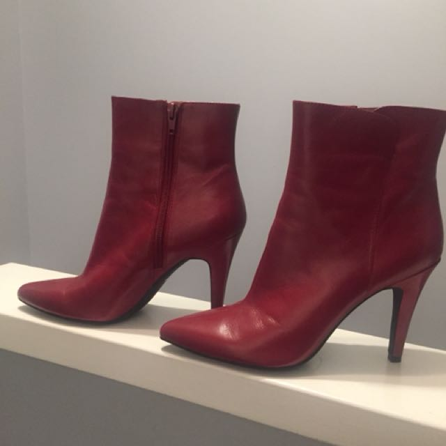 Brand New Nine West Red Leather low cut boots size 7.5/8