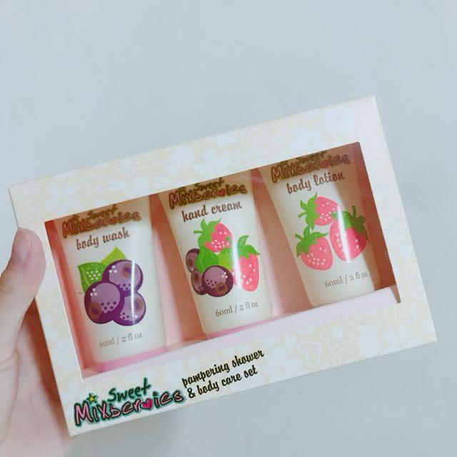 CASSARDI 甜蜜莓果香氛身體系列禮盒