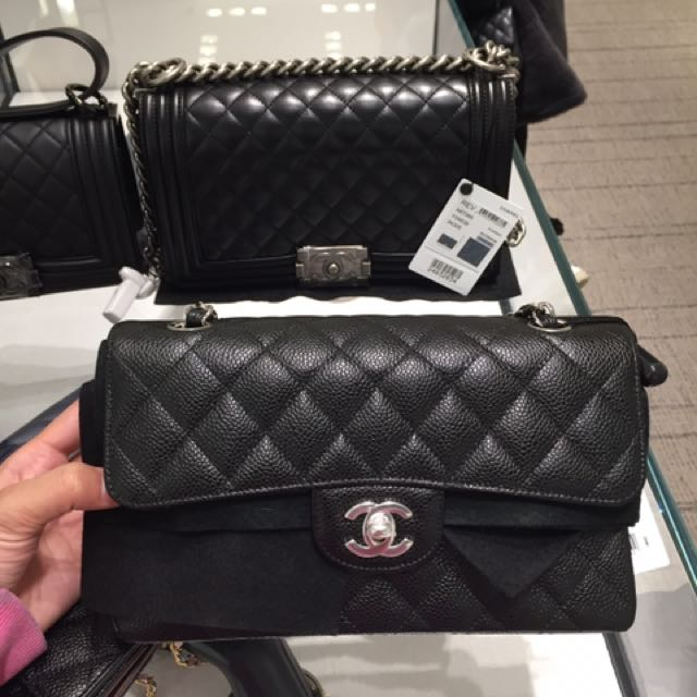 7df06fa61c5e1d Chanel CF small 23cm, Luxury, Bags & Wallets on Carousell