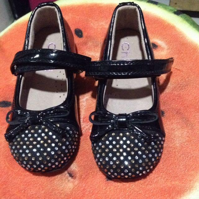 Chipi black shoe