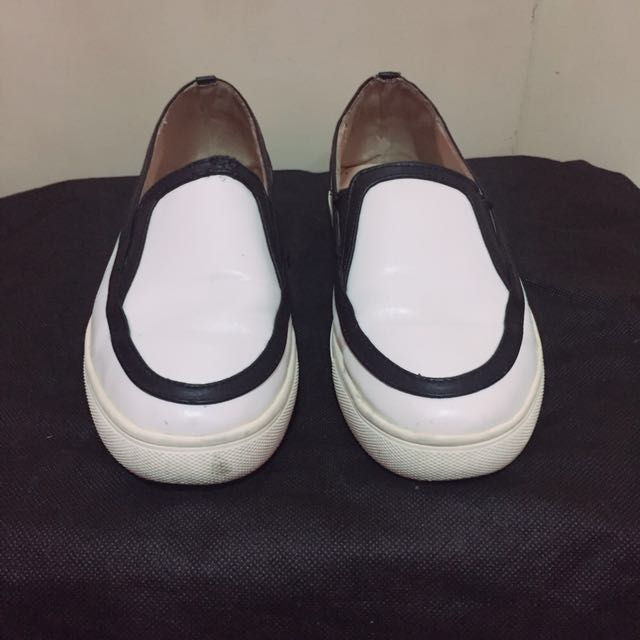 COMFIT White Shoes (Size 7)