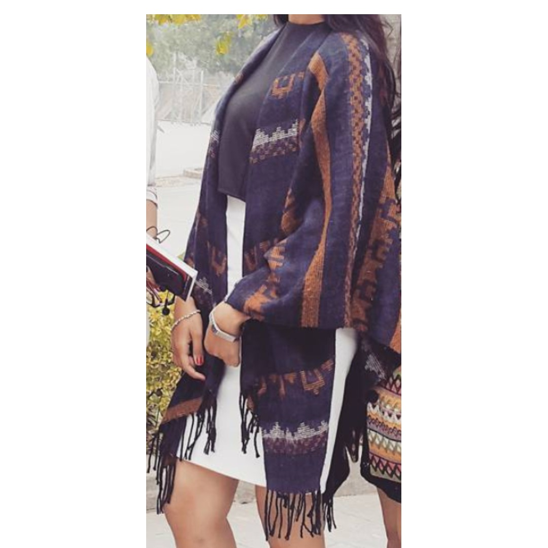 Fringed woollen shawl/throw