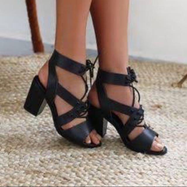 Lipstik Heels - Size 7/8