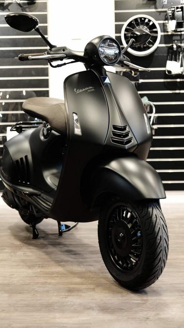 store first look many styles N.O.S VESPA 946 EMPORIO ARMANI