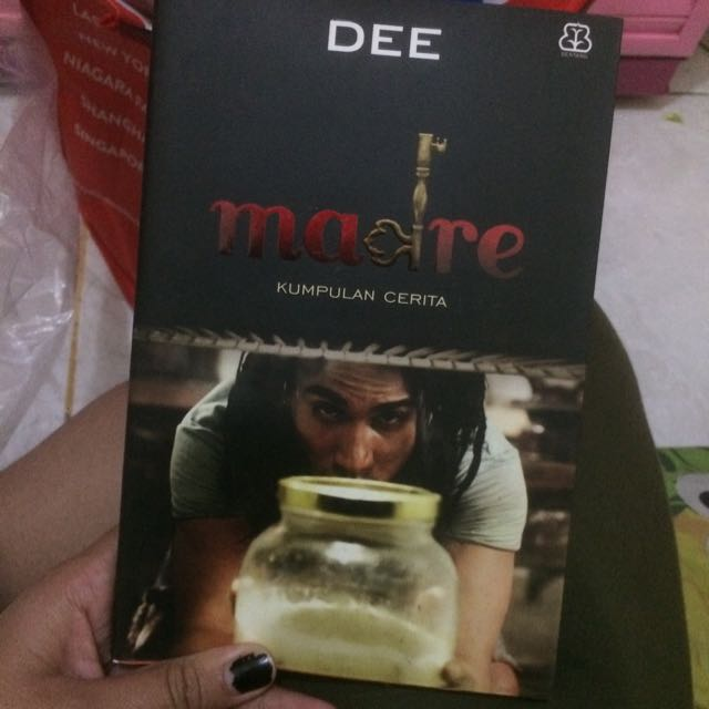 novel madre by DEE