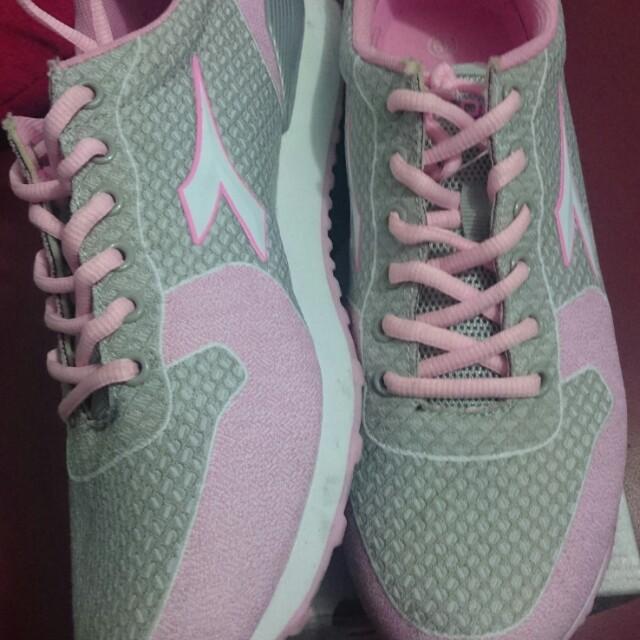 Sepatu diadora original pink