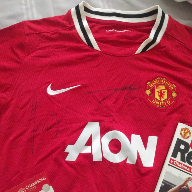 SIGNED Manchester United Jersey (Chicharito) 5ec11380a