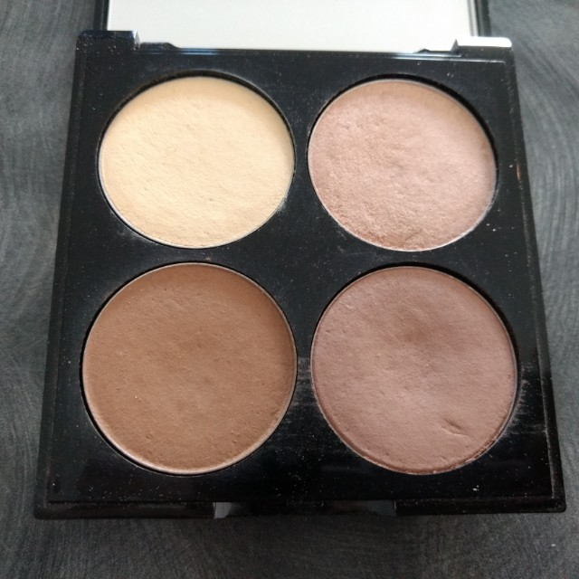 USED Revlon Chloe Morello Sculpt+Highlight Contour Kit