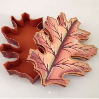 BN gift box unique leaf shape
