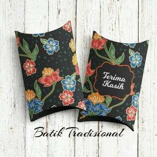 Pillow box with assorted fillings favors berkat doorgift door gift favor wedding