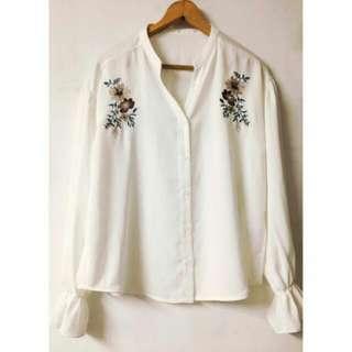 🚚 【全新】日牌質感精緻花朵刺繡襯衫