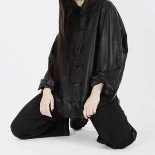 🚚 【黑店】原創設計 訂製款中國風男友風寬鬆旗袍領盤扣皮面襯衫