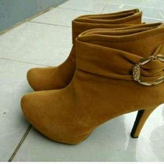 Sepatu boot heels