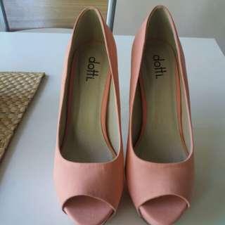 Dotti heels sz 8