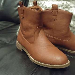 Old Navy brown boots, size 6