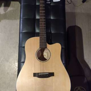 Phoebus PG-30CE with Fishman Isys T pickup and built-in tuner  (ALMOST brand new) Bought Dec. 29 2017