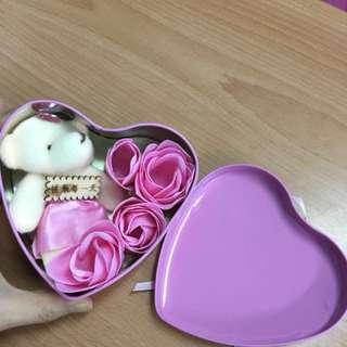🚚 玫瑰香🌹情人禮品 鐵盒