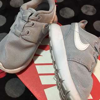 NIKE ROSHE KIDS to letgo