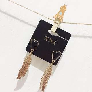 Forever 21 (Earing leaf black & gold)