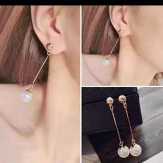 Dangling pearly earrings