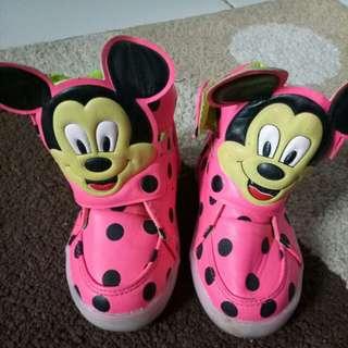 Sepatu LED anak size 24