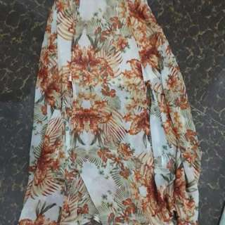 Floral skirt with slits
