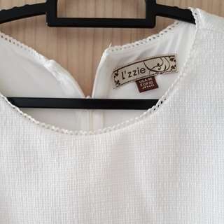 Lzzie size m white dress with back zip and functional pockets