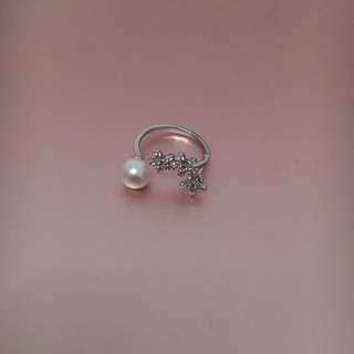 Cute silver adjustable ring pearl petite elegant