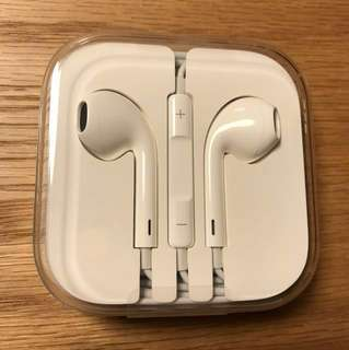 Apple iPhone 7 EarPods with 3.5mm Jack
