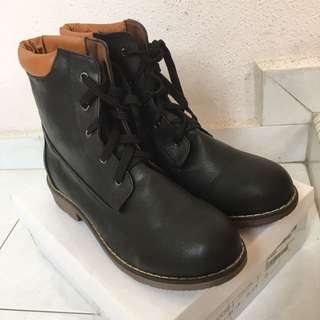 BN black leather combat boots with brown accents