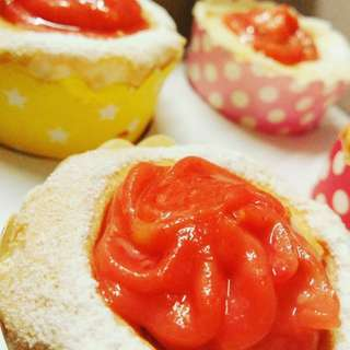 Strawberry Brazo de Mercedes Cupcakes