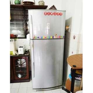 SHARP 2 DOORS Peti Sejuk / Refrigerator / Fridge