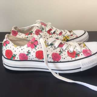 Like New Converse All Stars Floral Sneakers Size 7 AUS