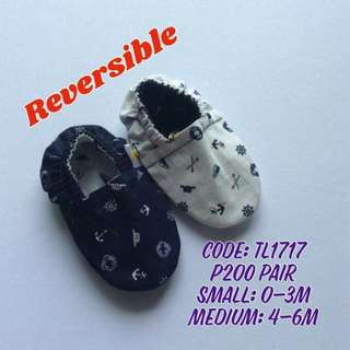 Reversible baby crib shoes