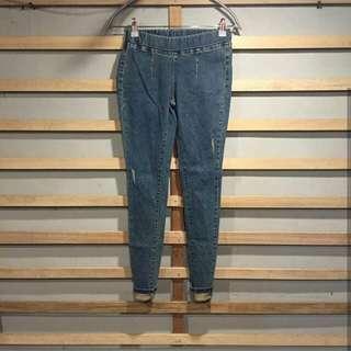 Ripeed jeans tidak tembus.  Size 27. Bagian pinggang ada karet