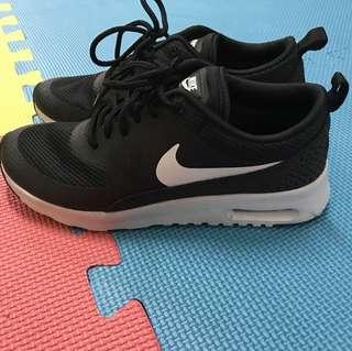 Nike black airmax (used just once)
