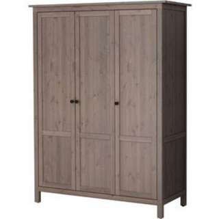 3 doors wardrobe 2set available