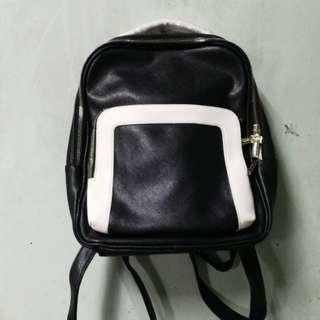 HowRu B&W Backpack