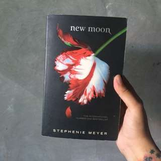 Twilight: New Moon UK Edition by Stephenie Meyer