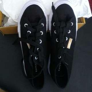 Sepatu Kayeen