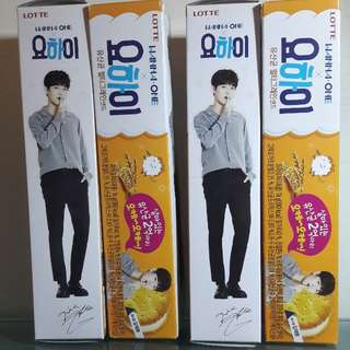 Wanna One Kim Jae Hwan Yo-hi Biscuits