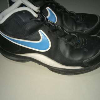 NIKE THE OVERPLAY VII size 42 (Eur) / 7.5 (UK)