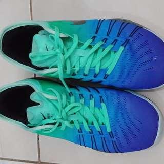 Sepatu running Nike size 37