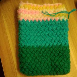 Knitted phone pouch