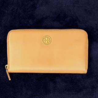 Authentic classic Tory Burch travel wallet Beige Patent Leather