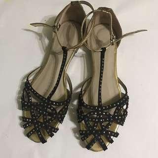 Zara Flat Sandals In Black US 6