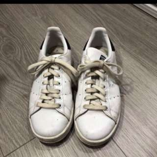 MENS STAN SMITHS SIZE 6